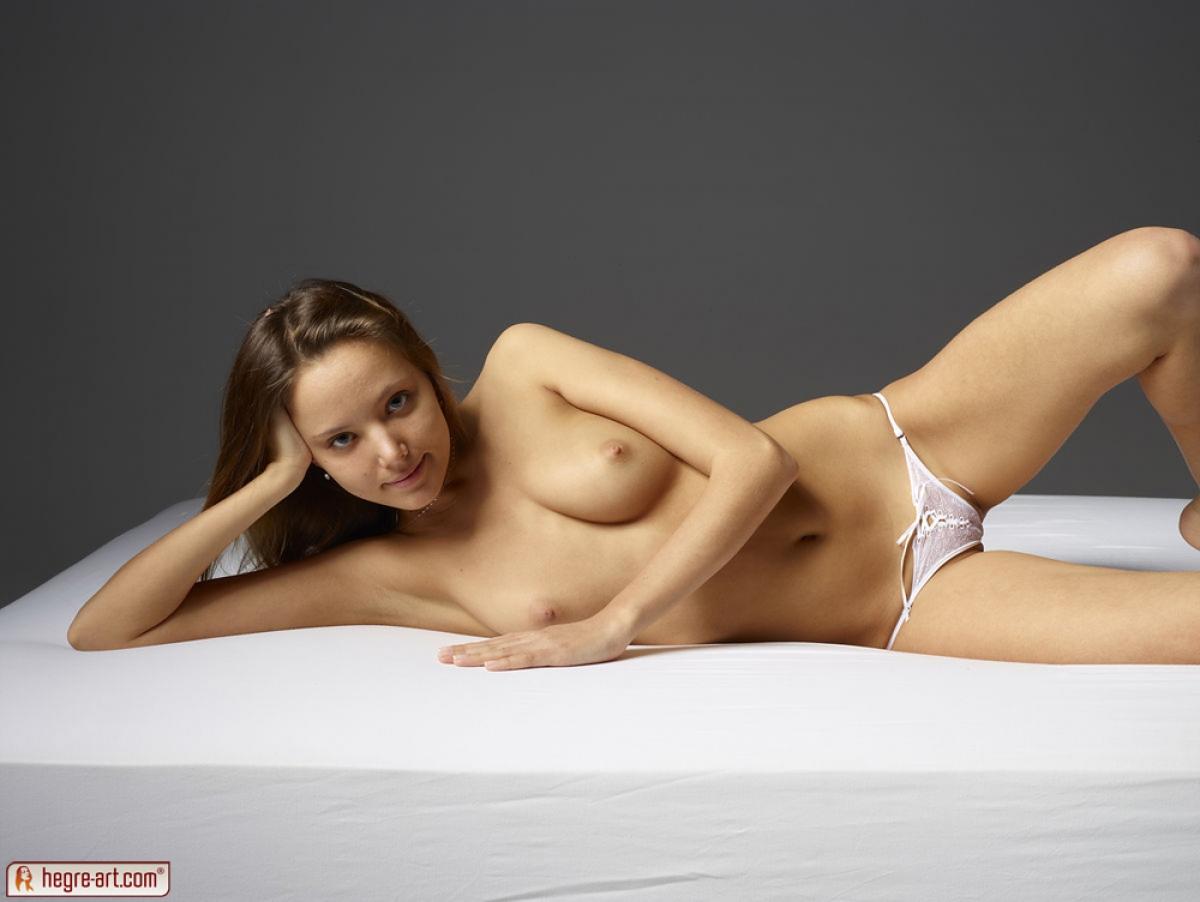 Фото красивые женщины с раздвинутыми ногами 12 фотография