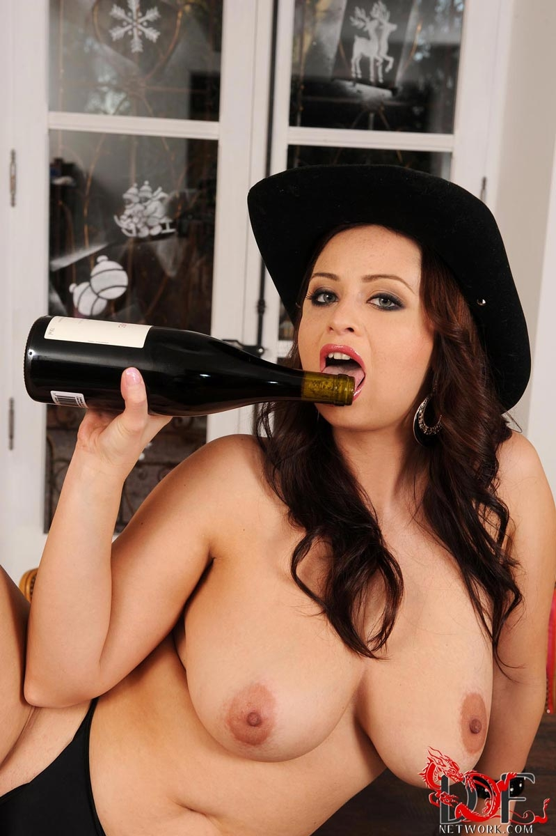 chick fucking wine bottle