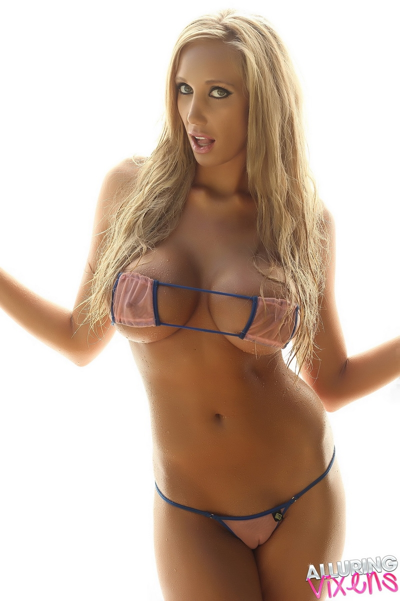 Big breasted blonde nude glamour model