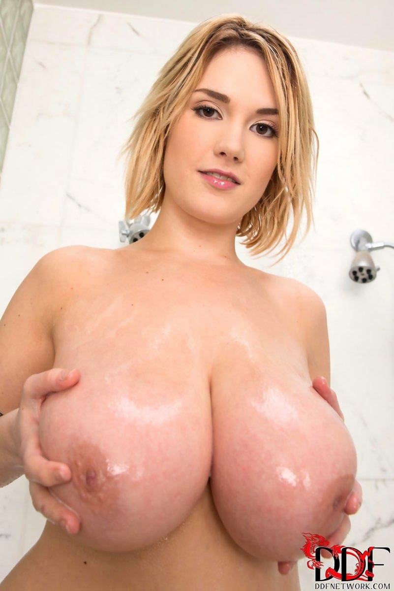 image Curvy big titted blond gets her pussy off good