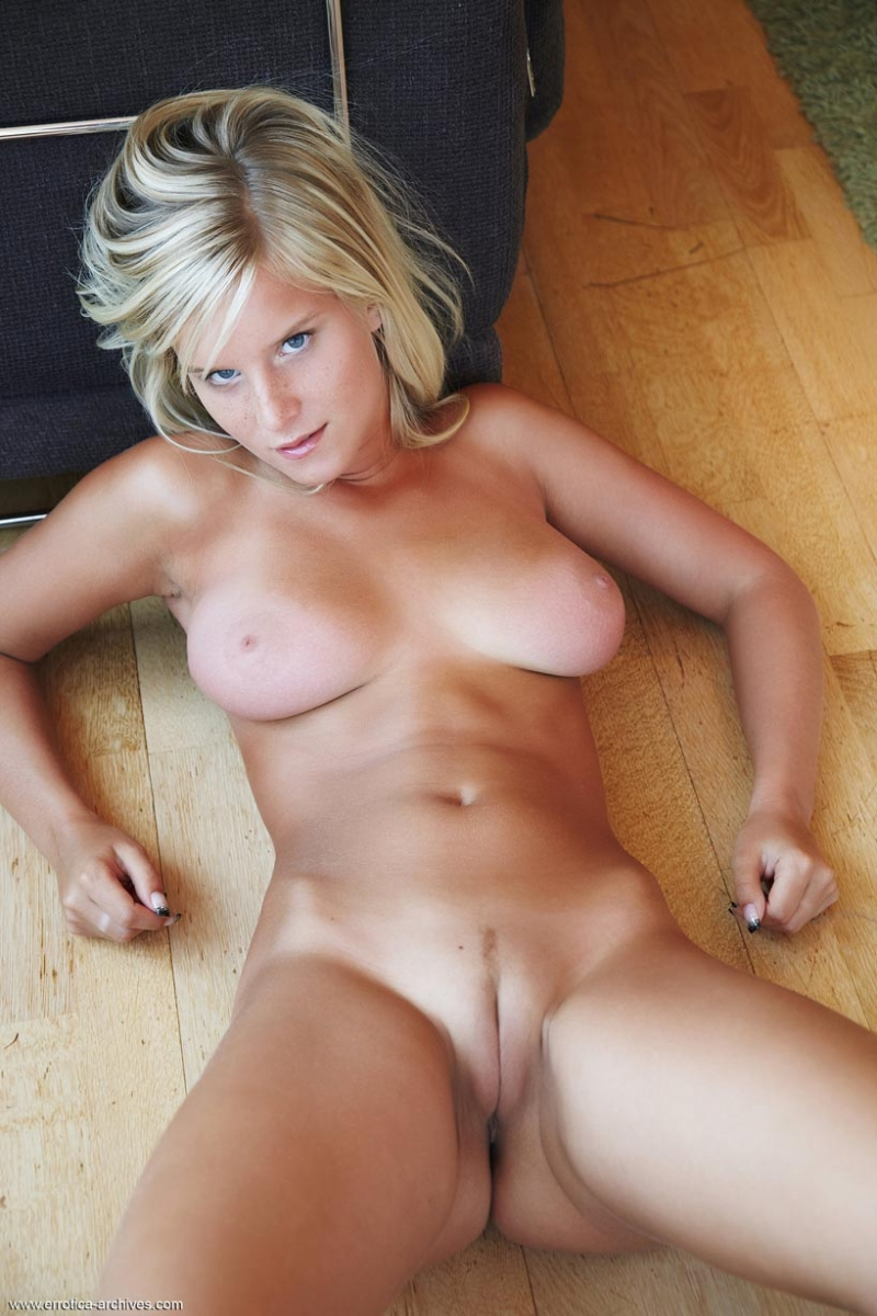 get more of this hottie at errotica archives