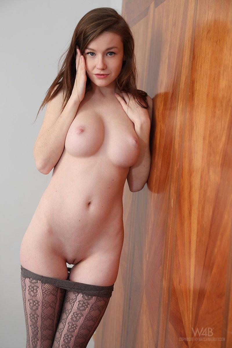 Model kiki black nude