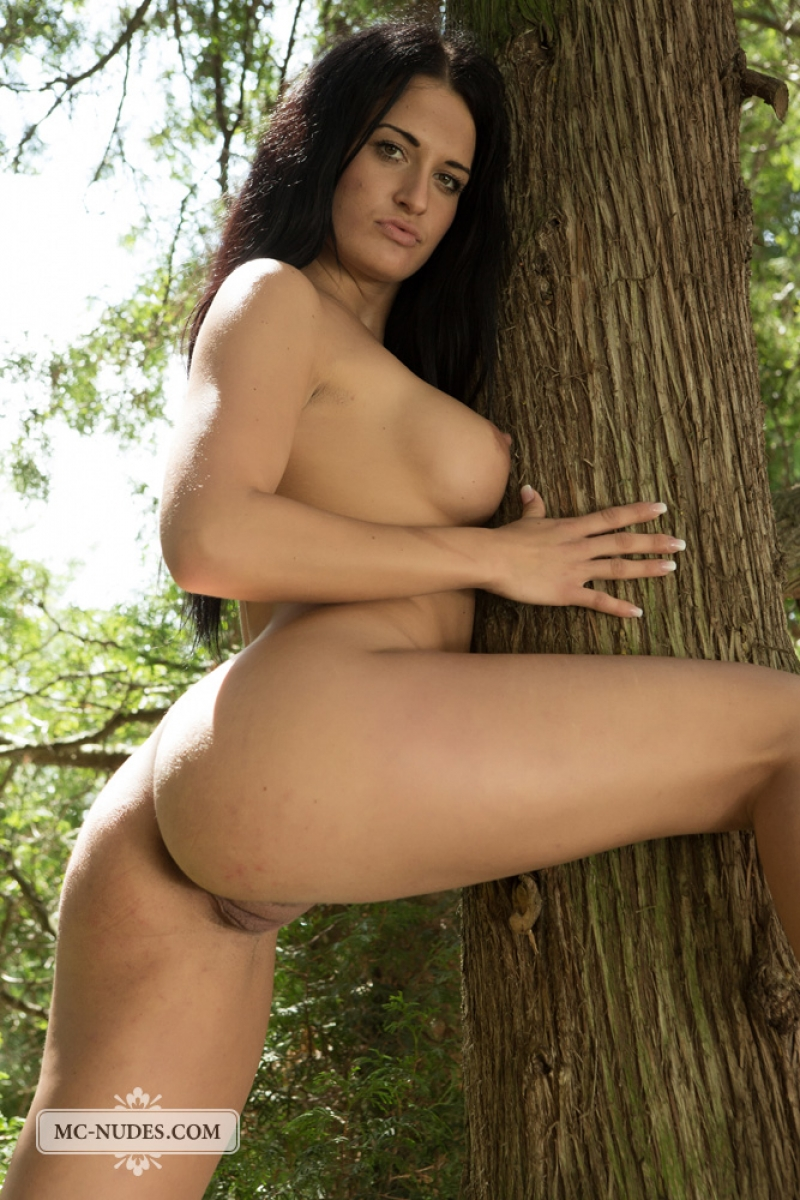 nicole vice naked in a shade
