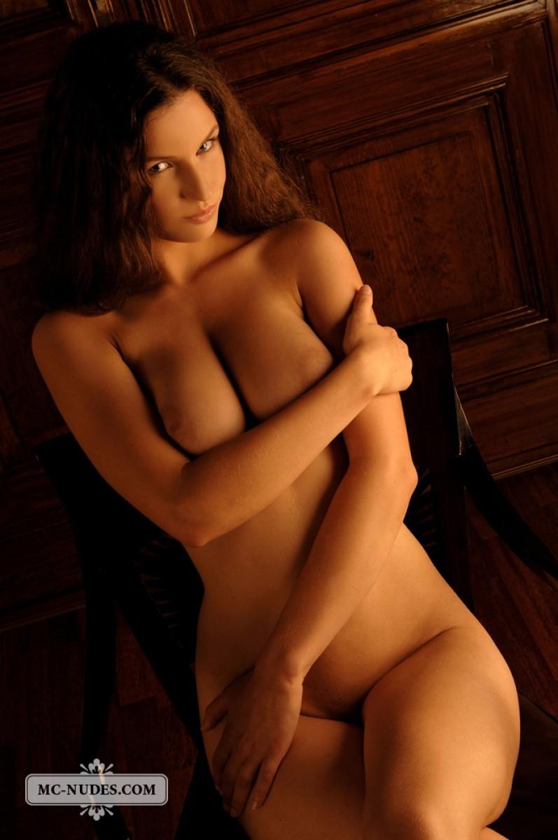 Стройная девушка с идеальной грудью 21 фотография