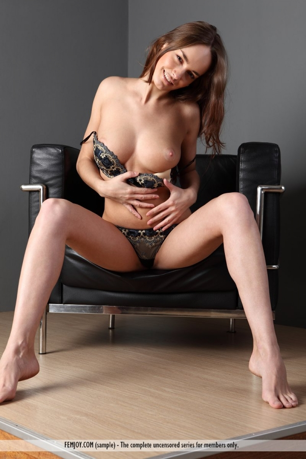 Anabelle nude femjoy