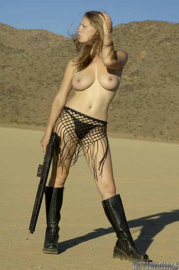 nude hot blondes with guns