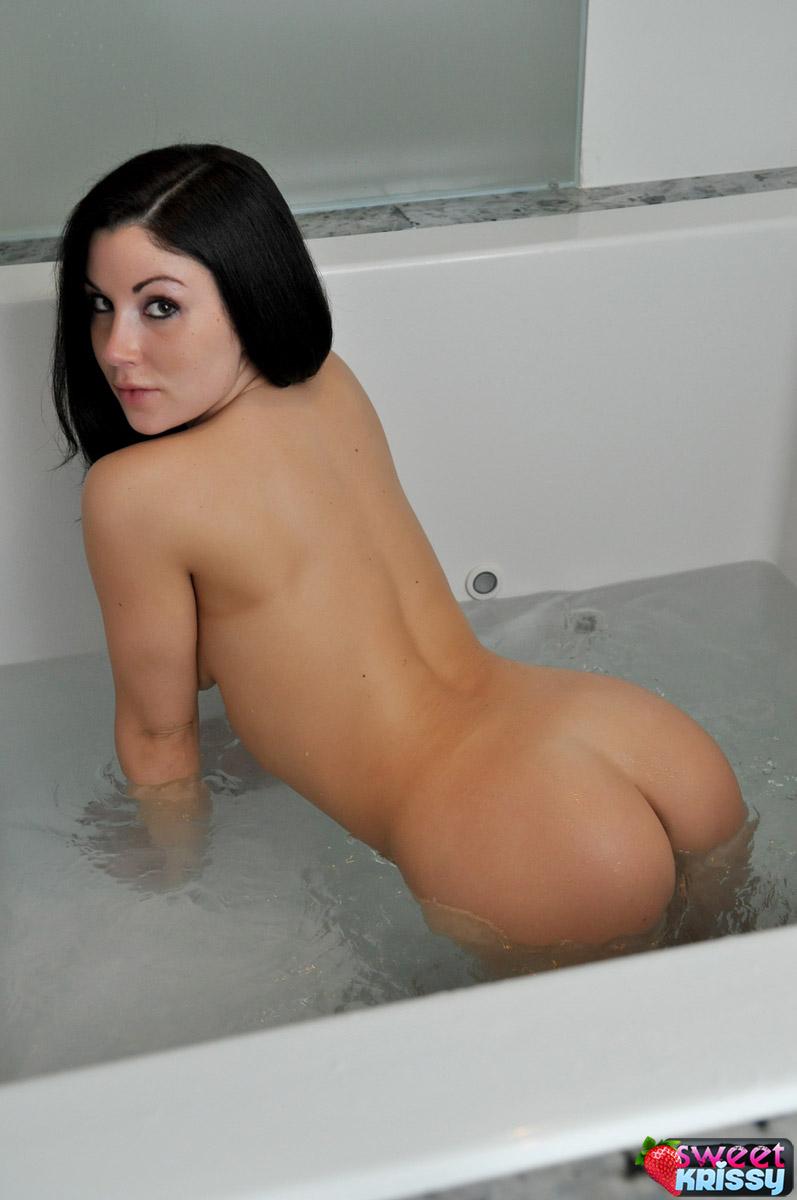 Sexy white girls cum on mtv