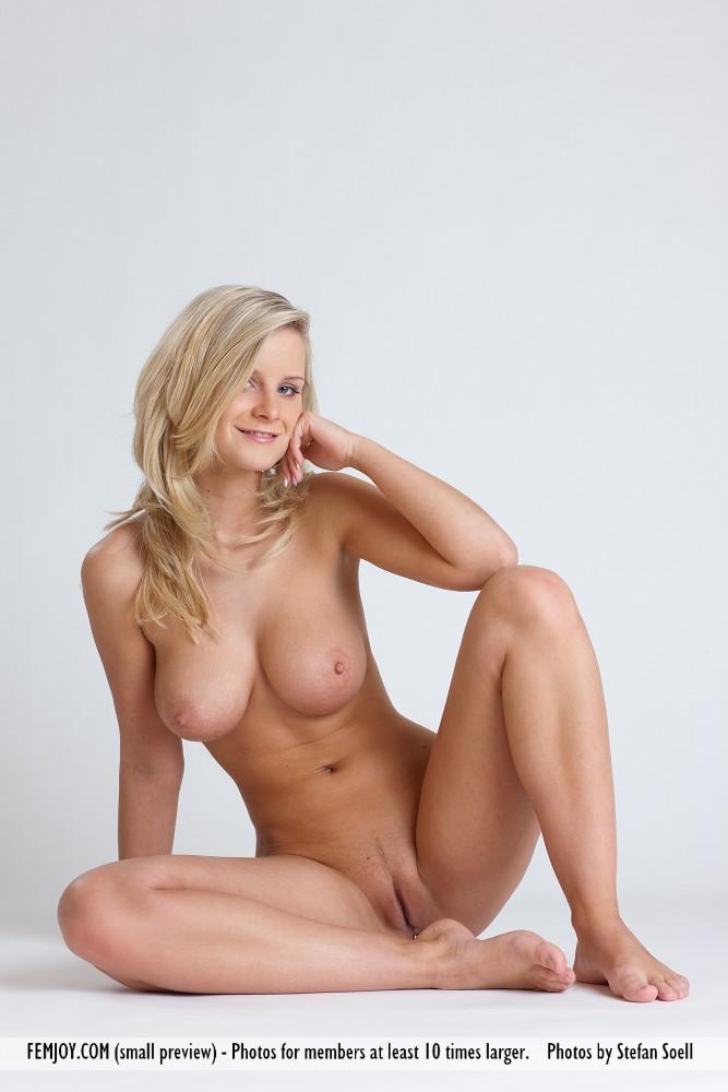 marry queen nude