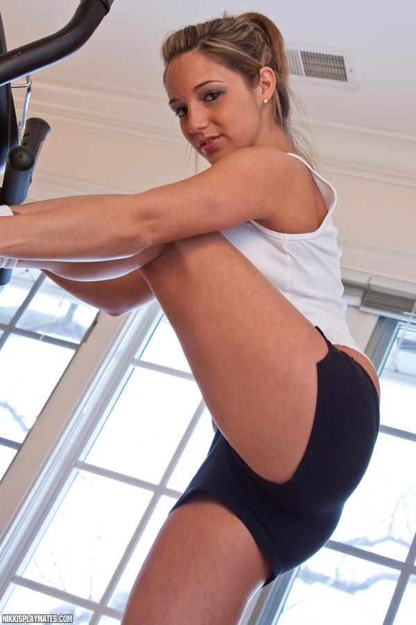 sims naked workout Nikki