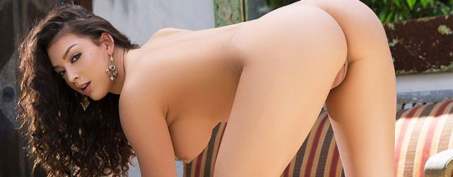 Curvy Kelsy