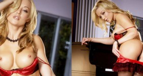 kayden-kross-shows-amazing-ass-in-stockings