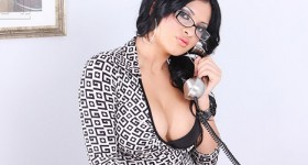 pharyn-sparks-exotic-model-with-nice-curves