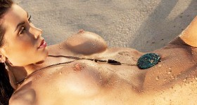 kristy-joe-muller-posing-nude-at-the-beach