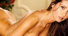 nicole-voss-shows-her-perky-natural-breasts