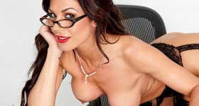 office-hottie-kirsten-price-gets-naked