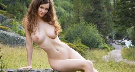 femjoy-susann-looks-amazing-in-the-outdoors