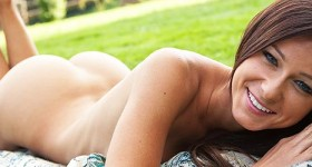 melisa-mendiny-nude-in-a-secluded-garden