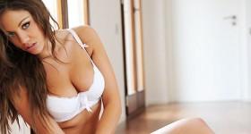 hot-model-emma-frain-in-a-white-thong