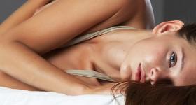 hot-girl-belle-relaxing-naked