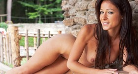 long-haired-brunette-melisa-mendiny