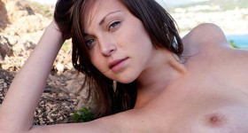 super-hot-natural-brunette-sophia-naked-outside