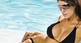 tight-bikini-model-angelina-gets-wet