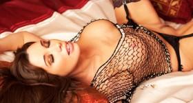 sabrina-perri-looks-incredible-in-her-lingerie