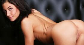 seductive-slim-model-posing-in-a-dark-room
