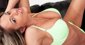 nikki-sims-takes-off-her-green-lingerie