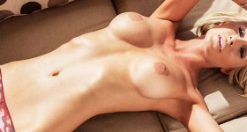 blonde-bombshell-lexi-strips-naked-in-the-sun