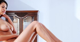 leggy-beauty-suzanna-reveals-her-perfect-tits