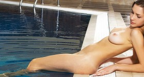 sexy-babe-yulianna-having-fun-at-the-spa