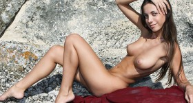 skinny-babe-with-perky-titties-posing-on-rocks