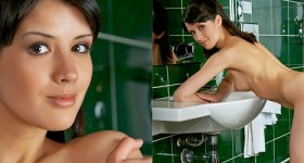 skinny-super-hot-brunette-spreads-in-the-bathroom