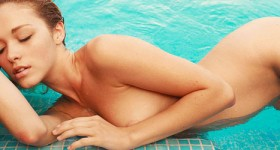 hot-stocking-blonde-chilling-in-a-pool