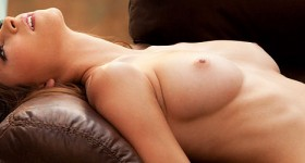 luscious-babe-amber-sym-shows-perky-breasts