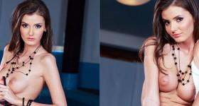 leggy-natural-bikini-model-rene-star-strips