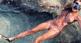 naked-young-babe-as-a-sexy-scuba-diver