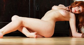 nude-amateur-redhead-posing-on-floor