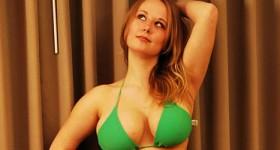 busty-amateur-in-bikini