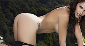 chelsie-likes-to-get-naked