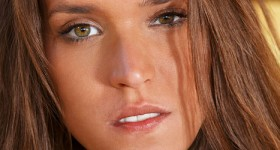 tanned-beauty-silvie-looking-seductive