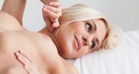 beautiful-blonde-model-xposed