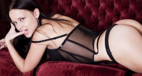 marica-in-black-lingerie