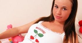 curvy-chick-in-underwear