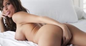 femme-in-bed