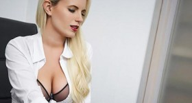the-hottest-secretary