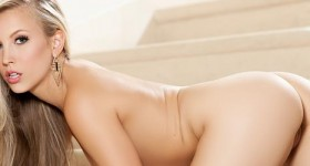 chanel-elle-stairway-striptease