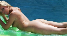 niki-lee-young-naked-and-dripping-wet