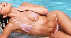 bikini-beauty-abby-cross-gets-wet